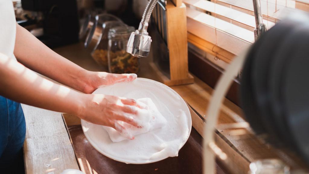 家事(皿洗い)