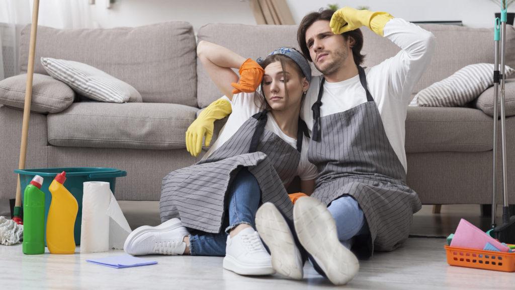 同棲カップルが家事で疲れたイメージ