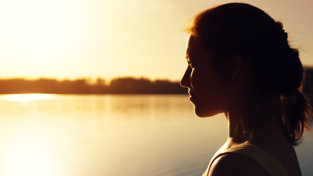 人生を変えたいと考えている女性のイメージ