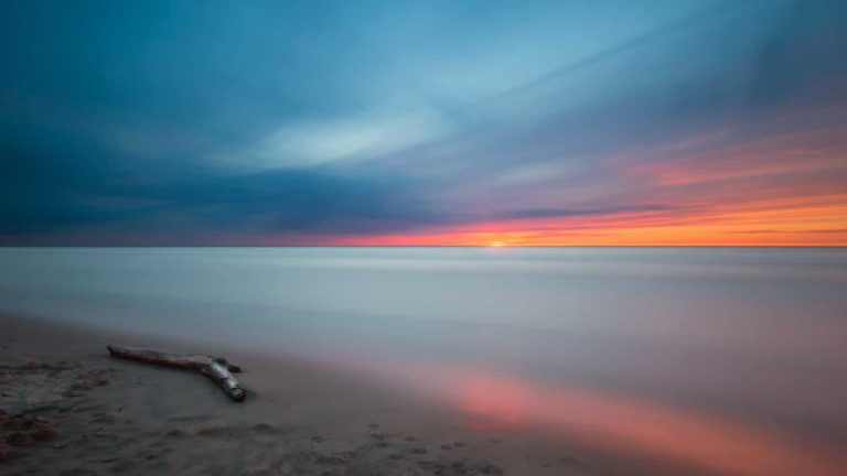 静かな海のイメージ