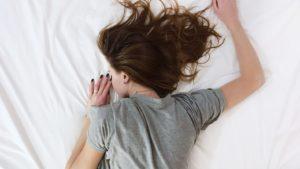 家事で疲れた女性